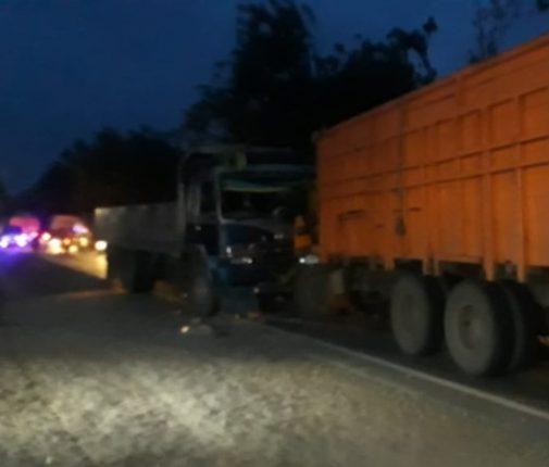 Lakalantas Truck Fuso Adu Kuat Dengan Tronton di Simpang Fortuna Perbaungan