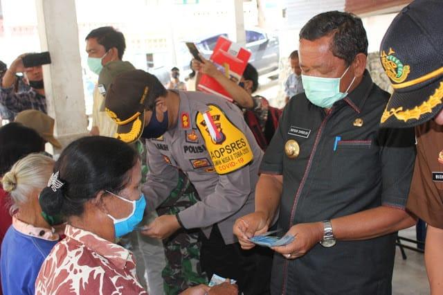 Bupati Samosir dan Forkopimda Salurkan BLT DD di Kecamatan Sianjur Mulamula