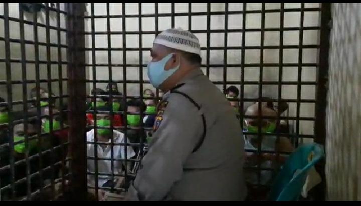 Sambut Lebaran 1441 H, Kapolsek Medan Timur Ajak Tahanan Takbir dan Yasinan di Sel Tahanan