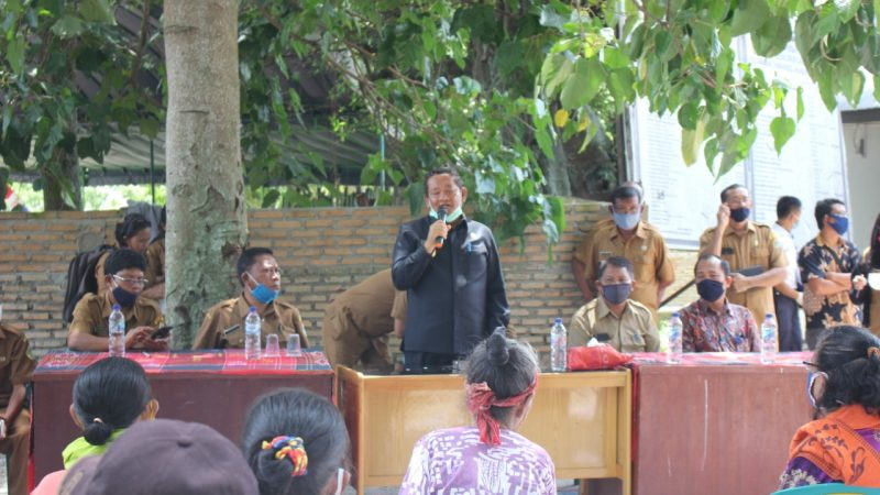 Pemkab Samosir, Bagikan BLT-DD ke Warga Tiga Desa Kec Simanindo