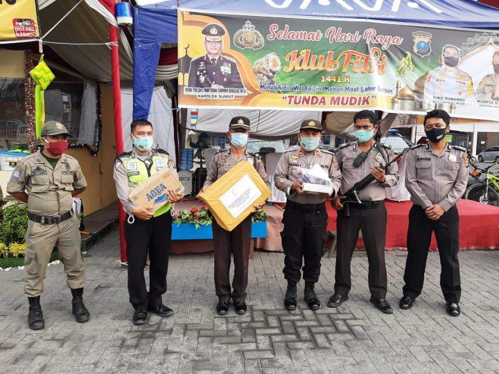 Kapolsek Medan Timur Serahkan Vitamin dan Obat-obatan Dari Ketua Bhayangkari Cabang Polrestabes Medan