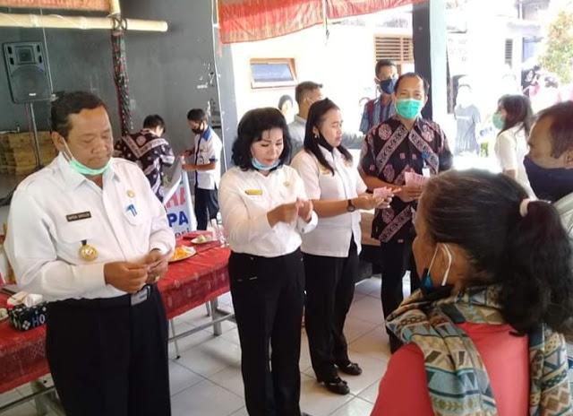 Bupati Samosir, Salurkan BLT APBD Ke 895 Warga