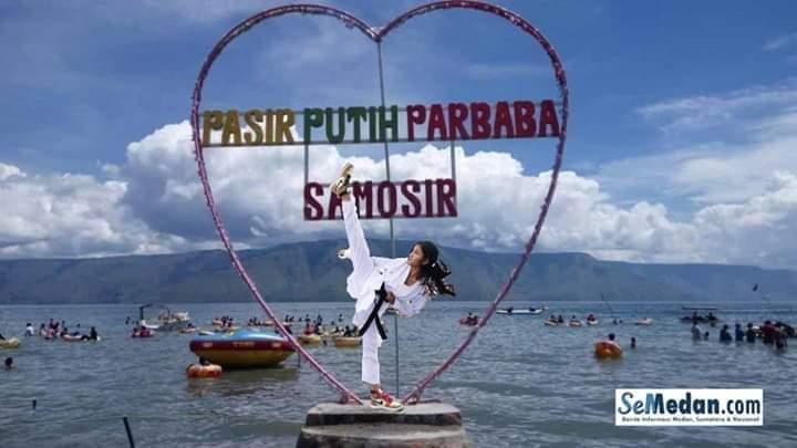 Wisata Air Danau Toba Bernuansa Pasir Putih Samosir
