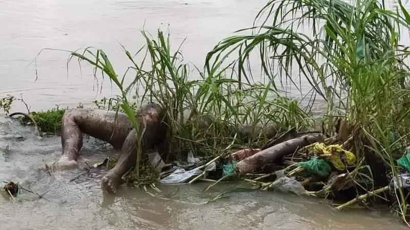 Sesosok Mayat Membusuk  Di  Pinggir Aliran Sungai Bah Bolon