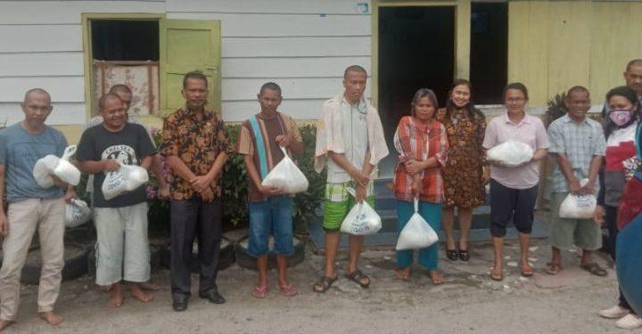 Pemkab Samosir Salurkan Bantuan PT Taspen