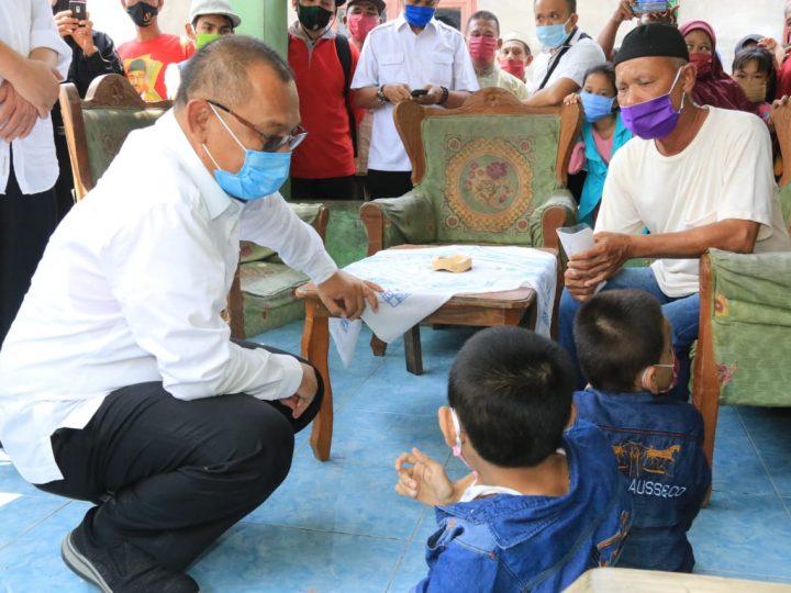 Akhyar Bantu Warga Kurang Mampu Di Rengas Pulau & Paya Pasir