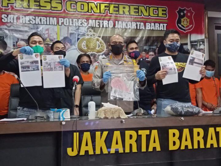 Satreskrim Polres Metro Jakarta Barat Bersama Personil Polda Sulsel Amankan 9 Terduka Pelaku Pengrusakan dan Penusukan  Anggota TNI di Hotel Mercure