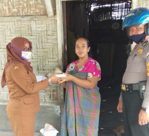 Peduli Covid-19, Polsek Perbaungan Bagikan 50 Nasi Bungkus Di Desa Deli Muda Hilir
