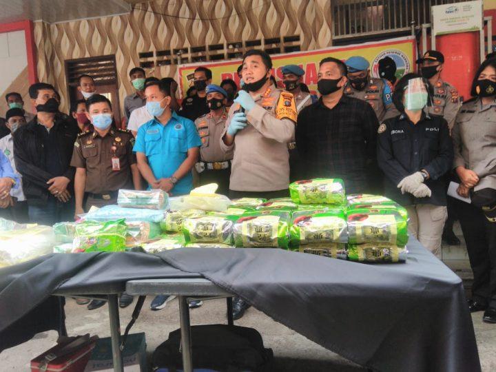 Satres Narkoba Polrestabes Memusnakan Narkoba, 67 Kg  Jenis Sabu dan 10 Ribu Pil Ekstasi Dengan Cara Direbus