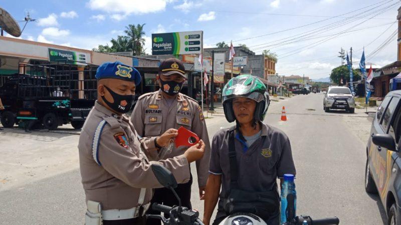 Sambut HUT Ke 75 Polsek Gunung Meriah Bagikan Masker Gratis Kepada Masyarakat Yang Melintas