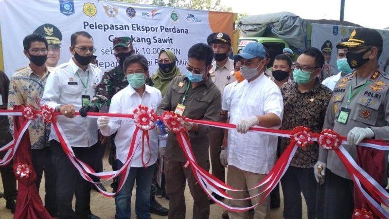 Danrem 045/Gaya Dampingi Menteri Pertanian Lepas Ekspor Cangkang Sawit, Sagu dan Tapioka