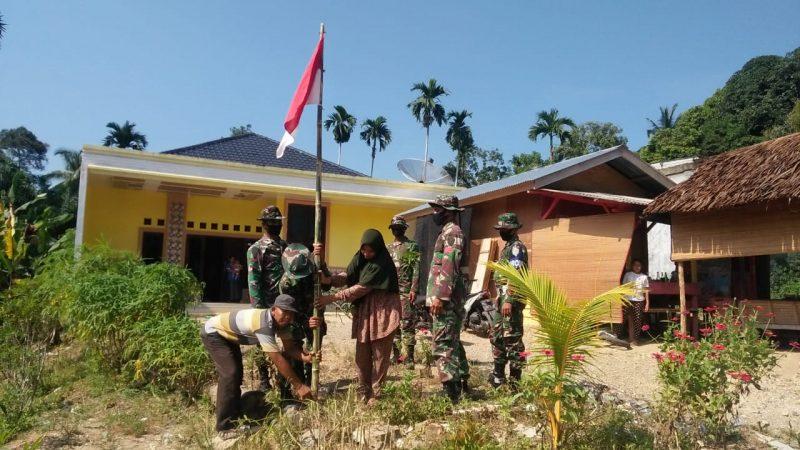 Kipan C Yonif RK 111 / KB Memberi Himbauan Kepada Warga Untuk Memasang Bendera