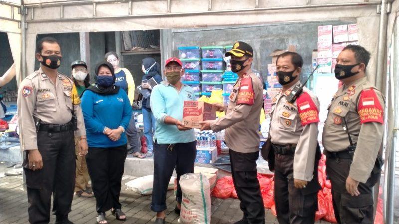 Kapolsek Pademangan Jakarta Utara Berikan Bantuan Sosial Kepada Korban Kebakaran