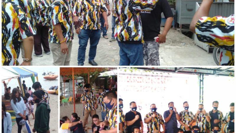 DPC PKN Samosir Berbagi Masker di Objek Wisata