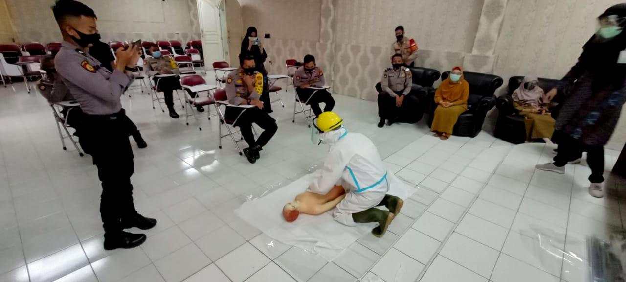 Polres Siak Bersama Dinas Kesehatan Laksanakan Pelatihan Pemulasaran Jenazah Korban Covid-19
