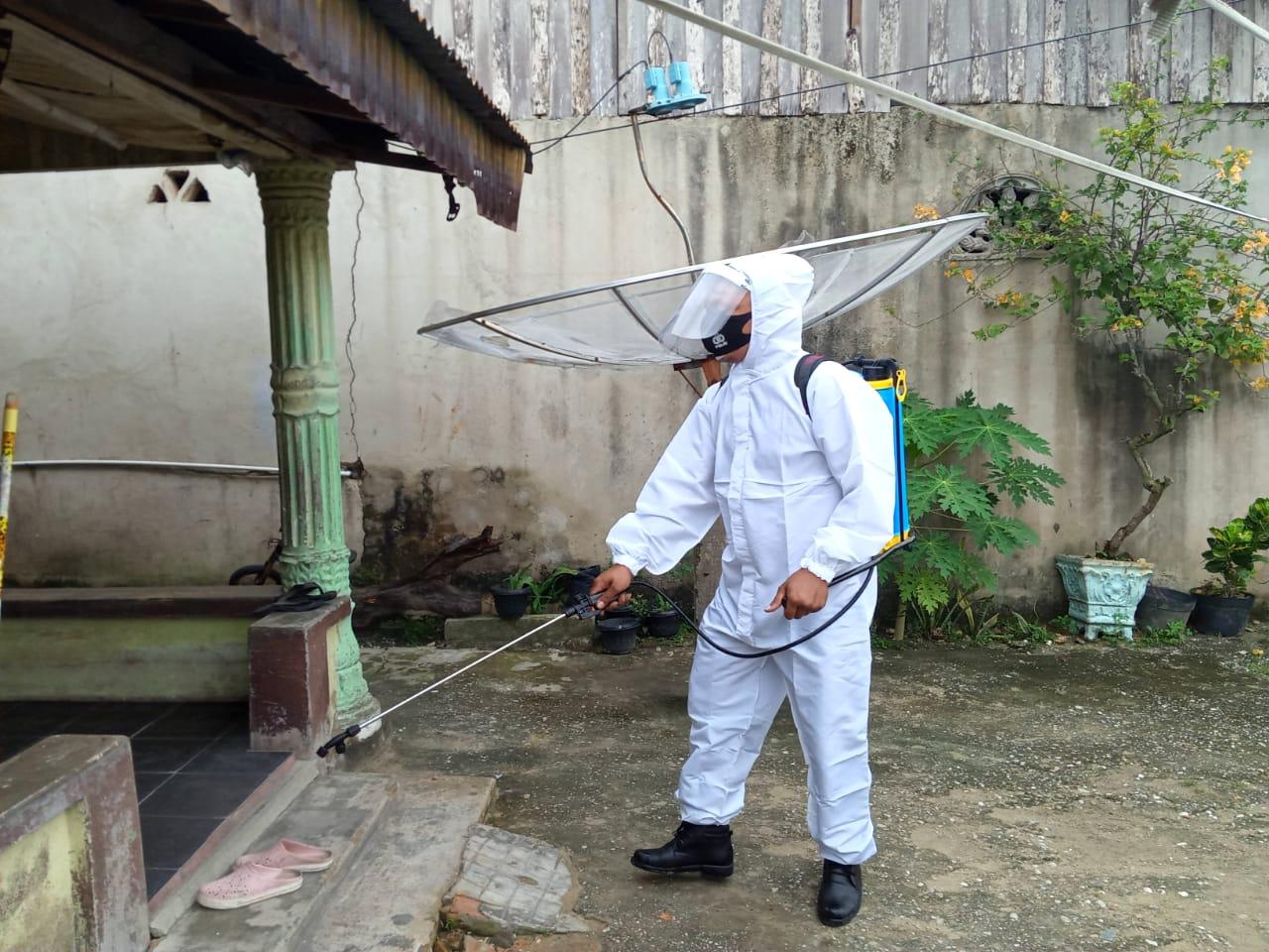 Lagi Polsek Tualang Semprot Disinfektan Di Rumah Warga, Ini Kata Masyarakat