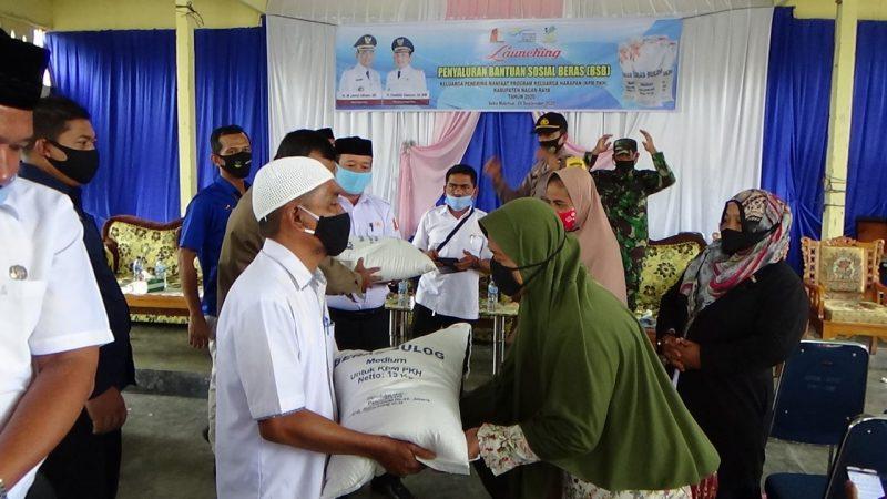 Launching Perdana, 7.245 KPM PKH Terima Bansos Beras