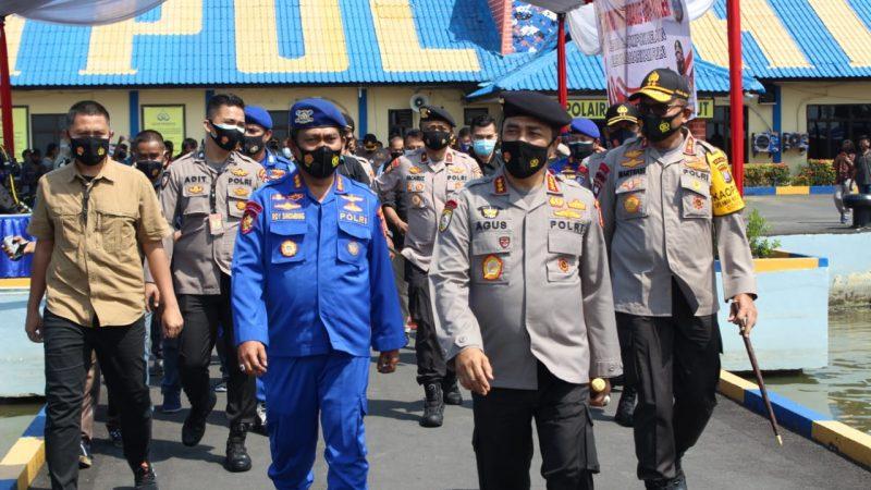 Kabarhakam dan Kapolda Sumut Kunjungi Kapal Poliklinik Terapung Milik Dit Polairud Polda Sumut