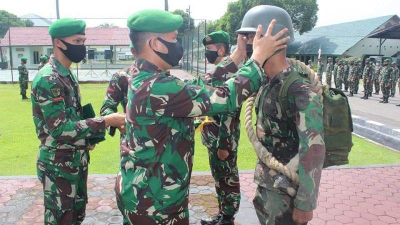 Yonzipur 1/DD Gelar Upacara Latorlan dan Tradisi Korps Penerimaan Warga Baru