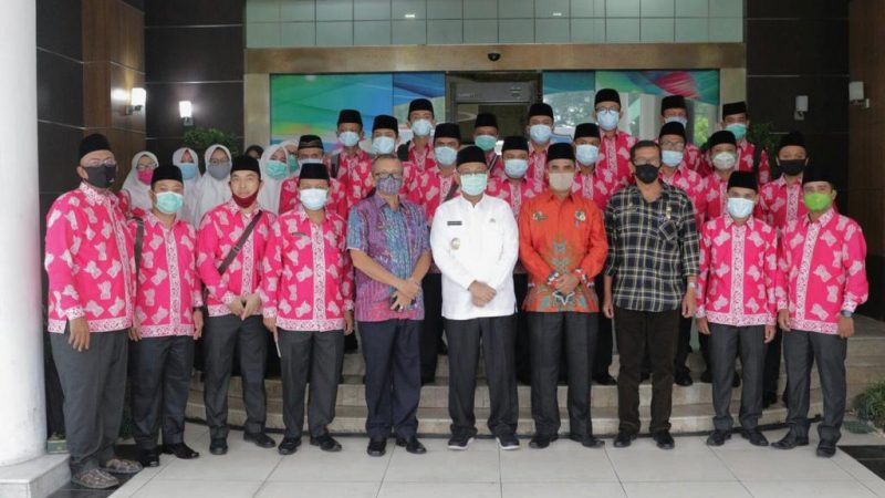 Akhyar Lepas Kafilah Medan Ikuti MTQ Ke-37 Tingkat Provinsi Sumut 2020