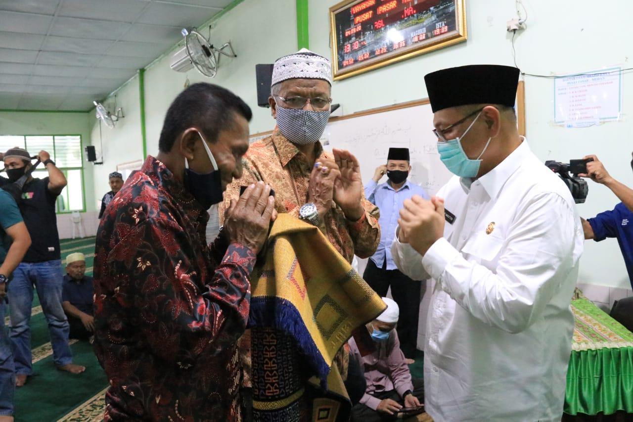 Akhyar Shalat Jumat Di Masjid Raya Pusat Pasar
