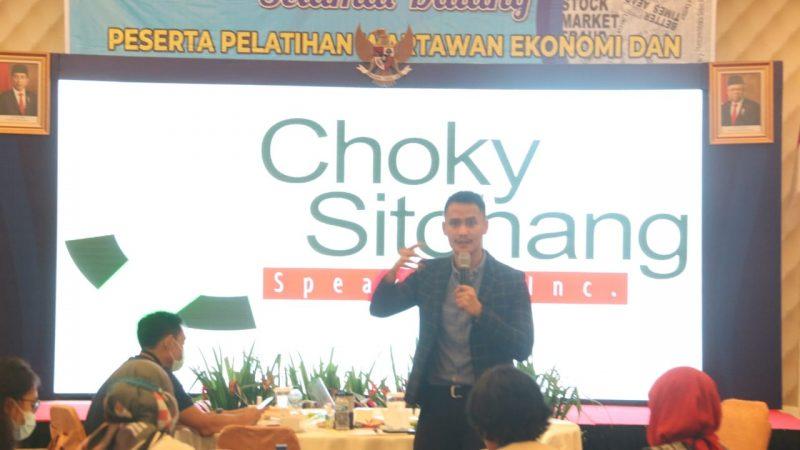 Presenter Muda, Choky Sitohang, Paparkan 3V of Communication Untuk WEB