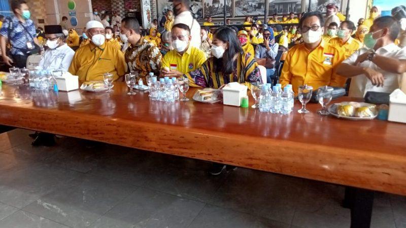 Menpora RI didampingi Ketua Golkar Sumut Hadiri Baksos Pembagian 1000 Paket Sembako Kepada Masyarakat Belawan