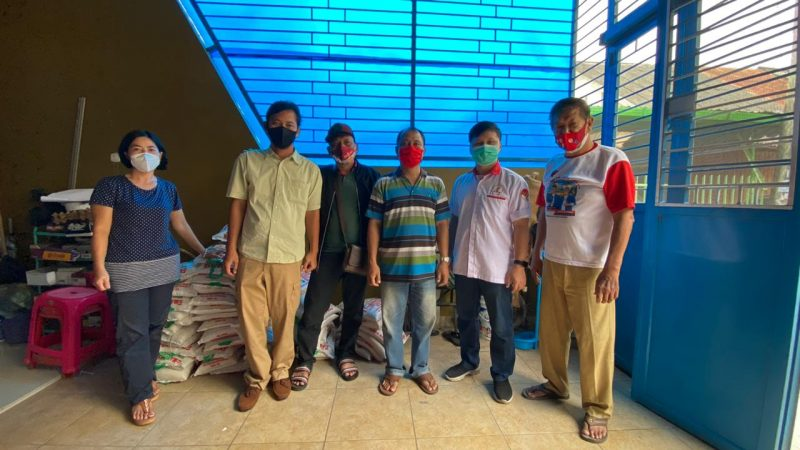 TMP Sumut Bersama PAC PDI Perjuangan Medan Kota Bagi 100 Karung Beras 5Kg Kepada Komunitas Tionghoa