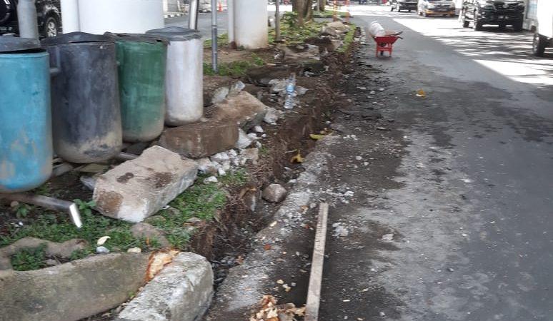 Rehab Taman Gedung DPRD Sumut Tanpa Plang