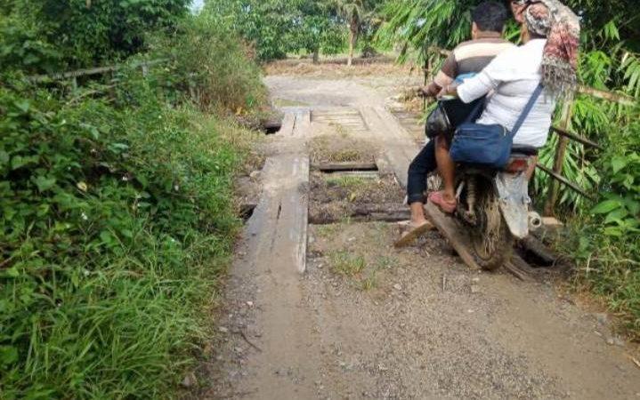 Warga Desa Rimo Bunga Terancam Terisolasi