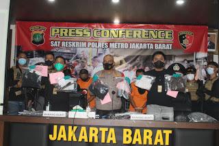Satreskrim Polres Metro Jakarta Barat Bekuk Lima Tersangka Pencuri Modus Petugas Kelurahan