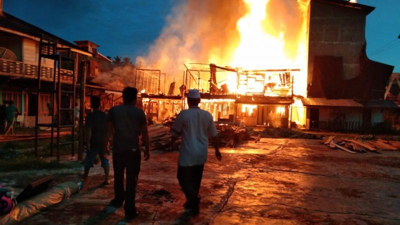 Si Jago Merah Hanguskan Rumah Penduduk Desa Pasar Rundeng