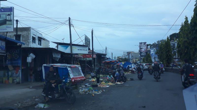 PK5 Pasar Seikambing Tumpah ke Badan Jalan, Komisi III DPRD Kota Medan Minta Satpol PP Tertibkan