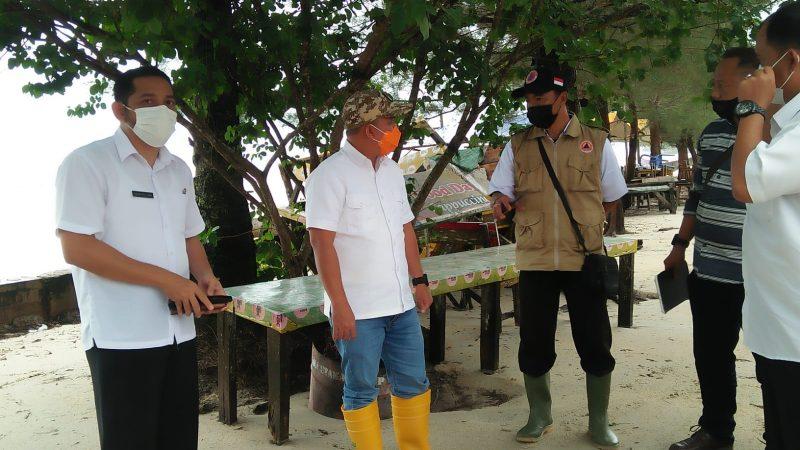 Walikota Pangkal Pinang Kunjungi Pantai Pasir Padi Yang Terkena Dampak Banjir Rob