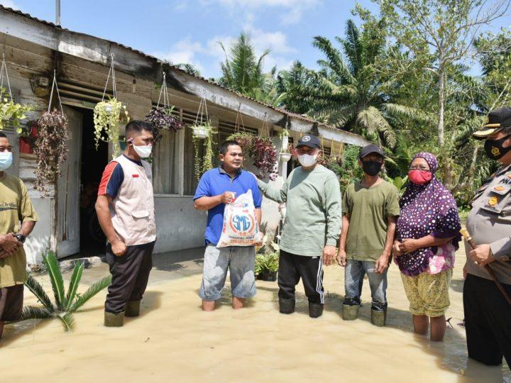 Zahir Tinjau Lokasi Banjir dan Salurkan Bantuan Berupa Sembako
