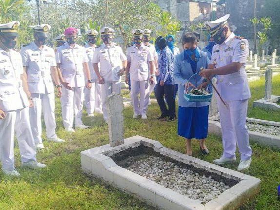 Danlanal TBA Hari Dharma Samudera, Ziarah Ke Makam Pahlawan Tanjungbalai