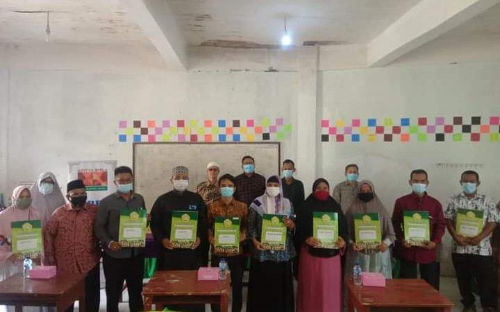 Pemdes Cilangkap Dukung Program, CSR PT.IBR, Puluhan Siswa Yayasan Albarokah Terima Bantuan Gratis Ijazah Paket C