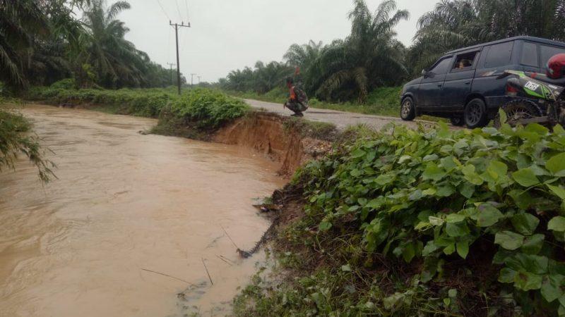 Jalan Alue Gading Sa Menuju Kecamatan Birem Bayeun Terancam Putus Akibat Pinggiran Sungai Abrasi