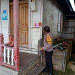 Bhabinkamtibmas Polsek Tenggarong Seberang Mendatangi Rumah Warga