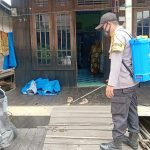 Personil Polres Kukar Beserta Polsek Jajarannya Melakukan Penyemprotan Disinfektan