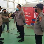 Kapolres Kukar Meninjau Pelaksanaan Vaksinasi Covid-19, Dilaksanakan di Gor Stadion Aji Imbut