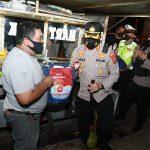 Satgas Potmas Polresta Tangerang Laksanakan Operasi Yustisi dan Membagikan Bansos